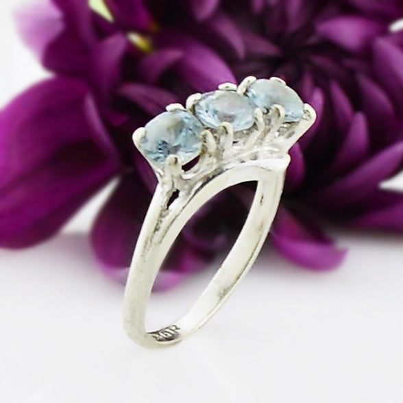 10k White Gold Estate Tri/Three Light Blue Topaz Gemstone Ring Size 4
