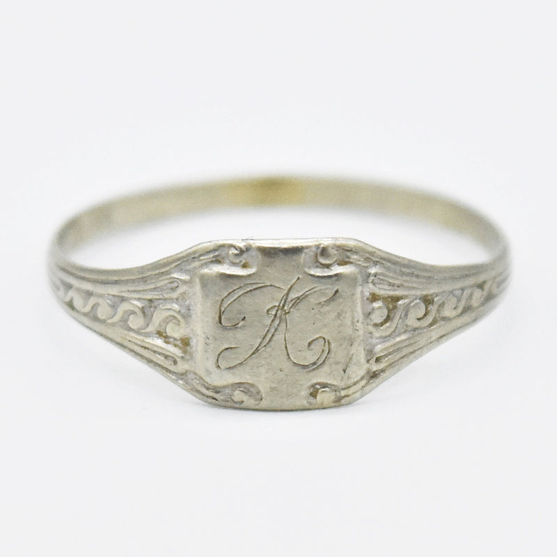 10k White Gold Antique Swirl Design Initial Ring Size 4.25
