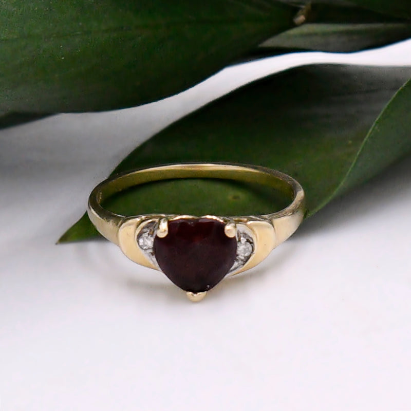 14k Yellow Gold Vintage Heart Shape Garnet & Diamond Ring Size 6.5
