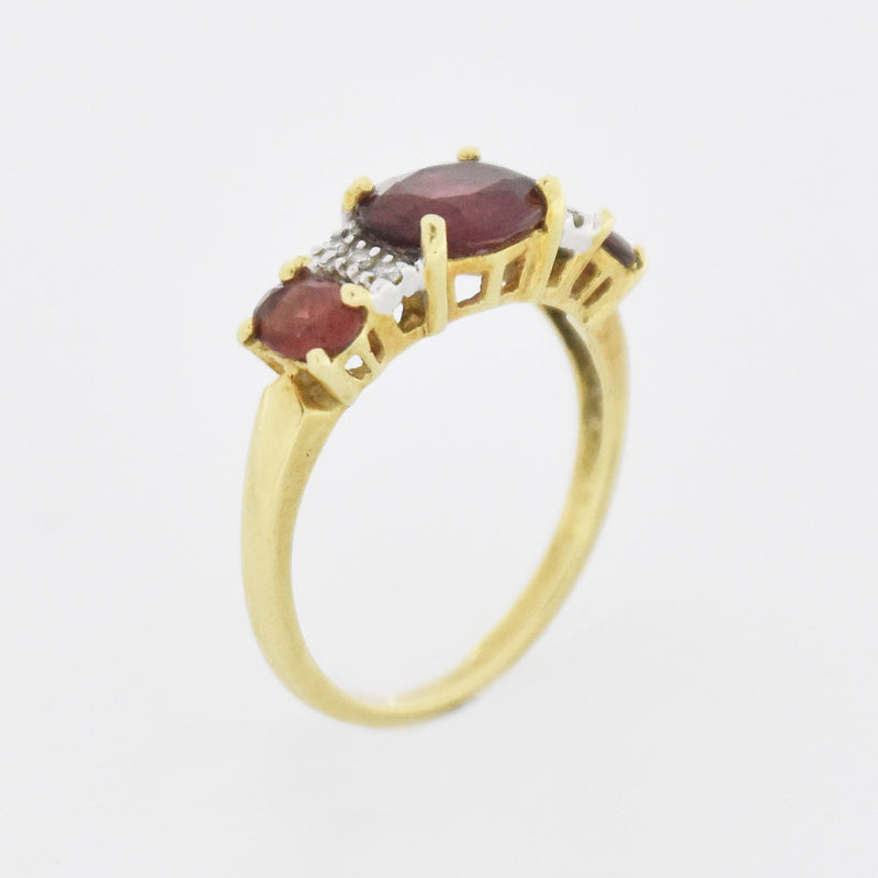 14k Yellow Gold Estate 3 Stone Garnet & Diamond Band/Ring Size 6.75