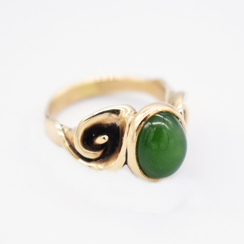 9ct Yellow Gold Vintage Swirl Oval Cabochon Jade Ring Size 6