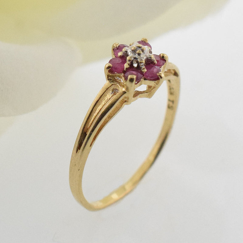 10k YG Open Band Ruby & Diamond 0.01 tcw Flower Ring Size 6.75