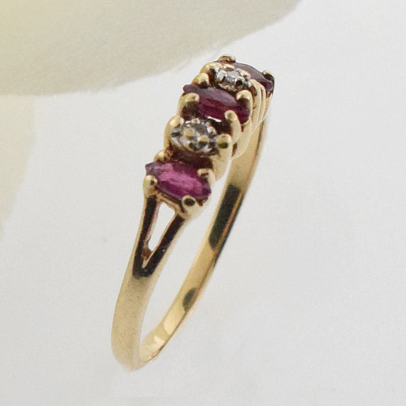 10k YG Ruby & Diamond 0.06 tcw Band/Ring Size 6