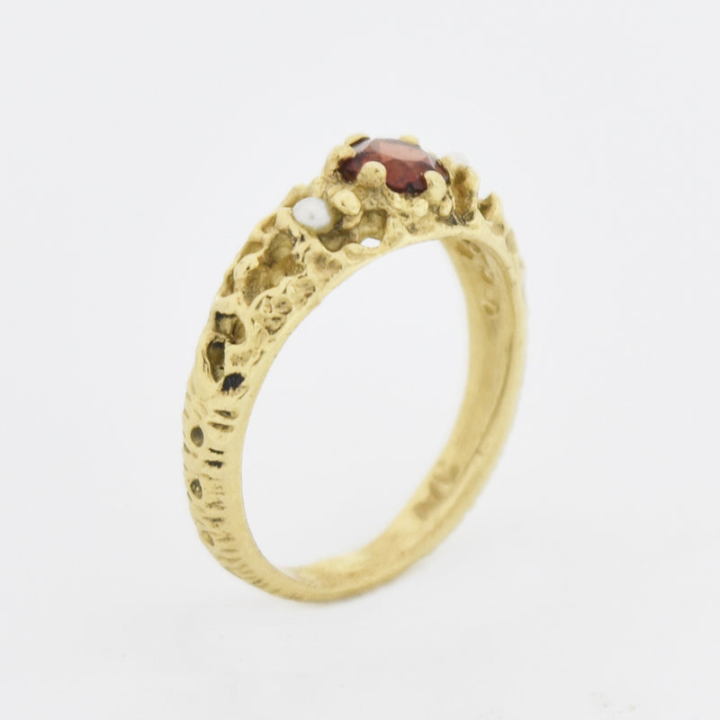 14k Yellow Gold Textured Open Work Garnet & Pearl Ring Size 5