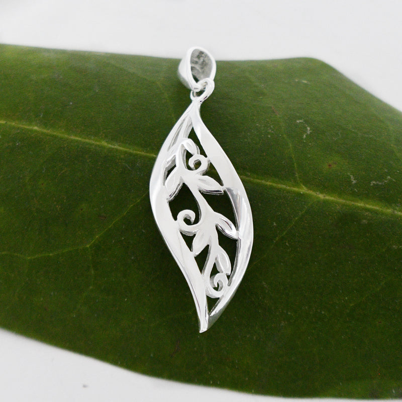 New Sterling Silver 925 Wavy Leaf Drop/Dangle Nature Pendant