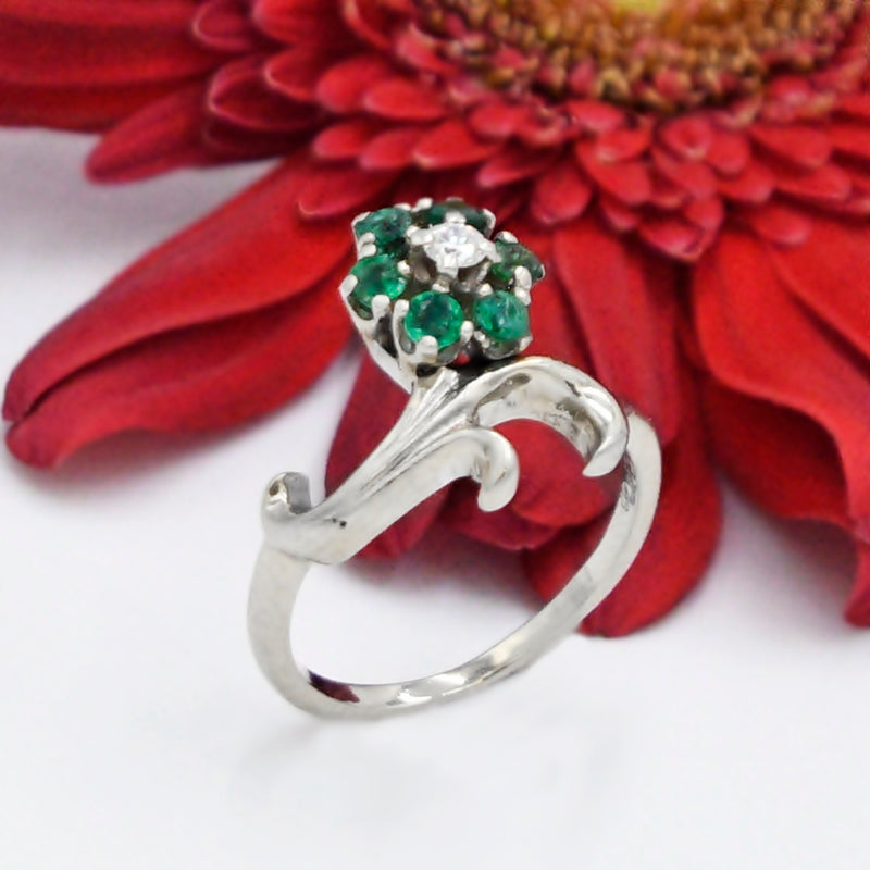 14k White Gold Emerald & Diamond Flower Crown Style Ring Size 7