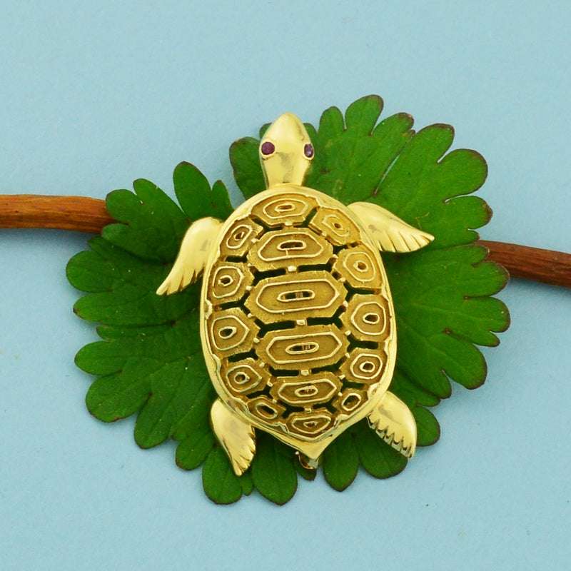 14k Yellow Gold Estate Open Work Ruby Eyed Sea Turtle Animal Pin