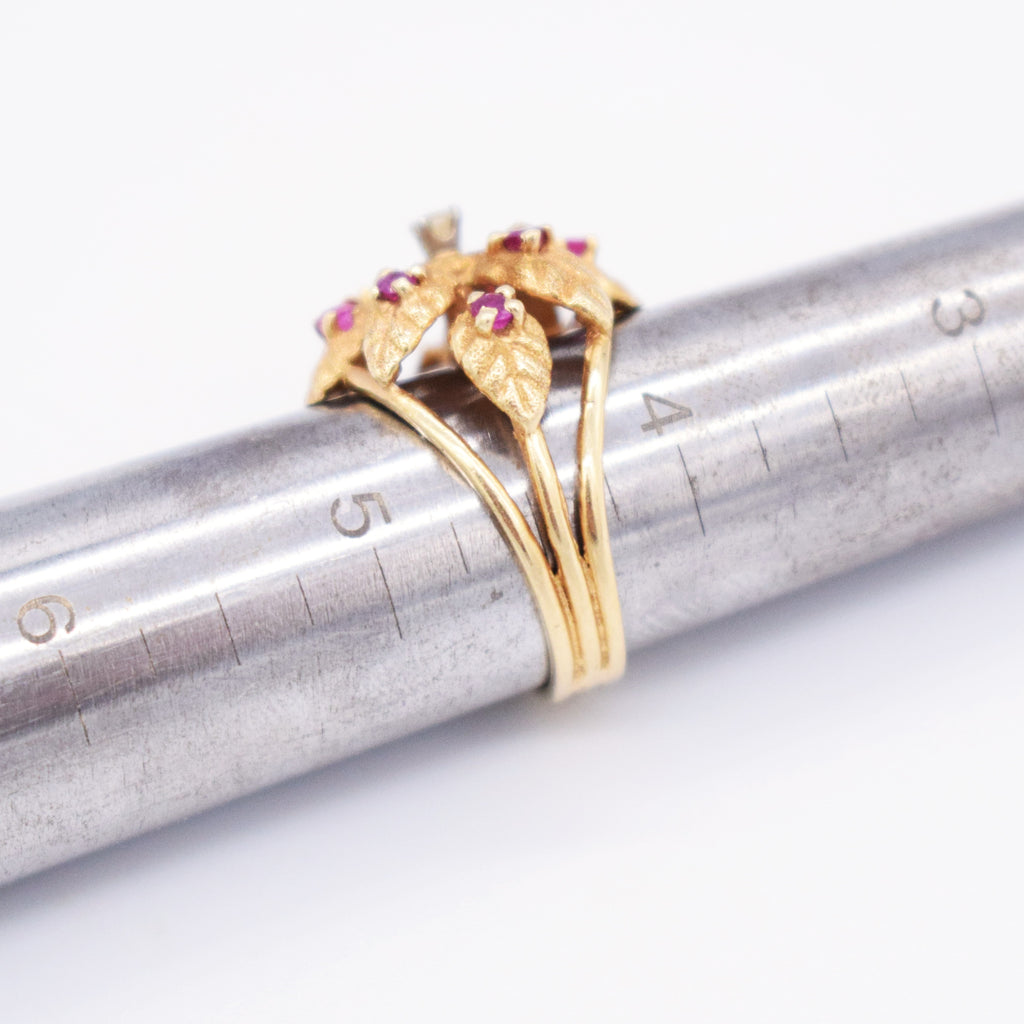 14k Yellow Gold Estate Textured Leaf Diamond & Ruby Ring Size 4.5