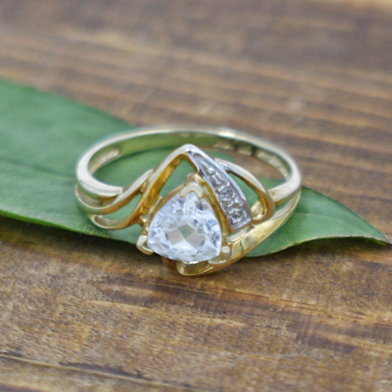 10k Yellow Gold Estate Swirl White Topaz & Diamond Gemstone Ring Sz 7