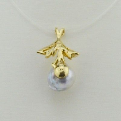 14k Yellow Gold 9.8 mm Pearl Pendant With Leaves