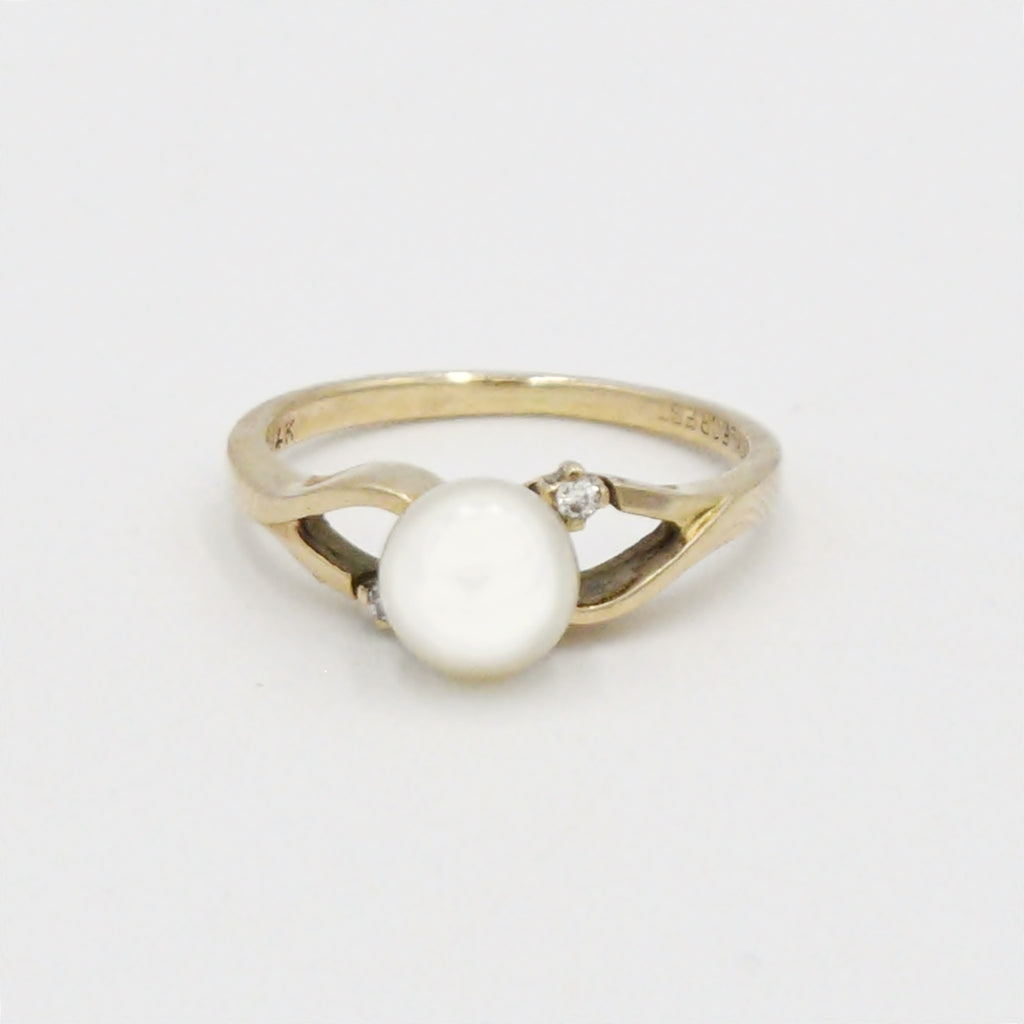 14k Yellow Gold Vintage Pearl & Diamond Ring Size 6.25