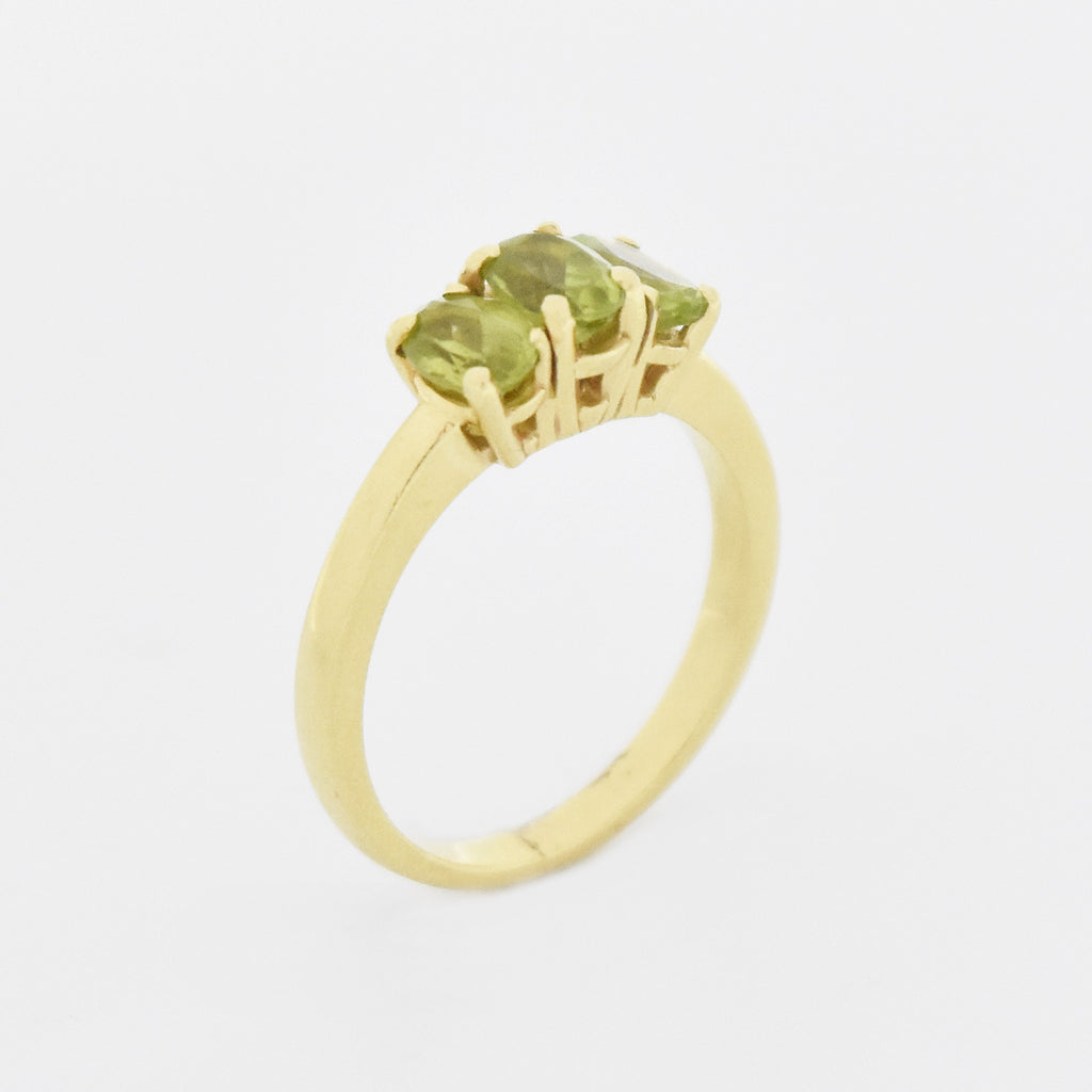 14k Yellow Gold Estate 3 Stone Peridot Band/Ring Size 8