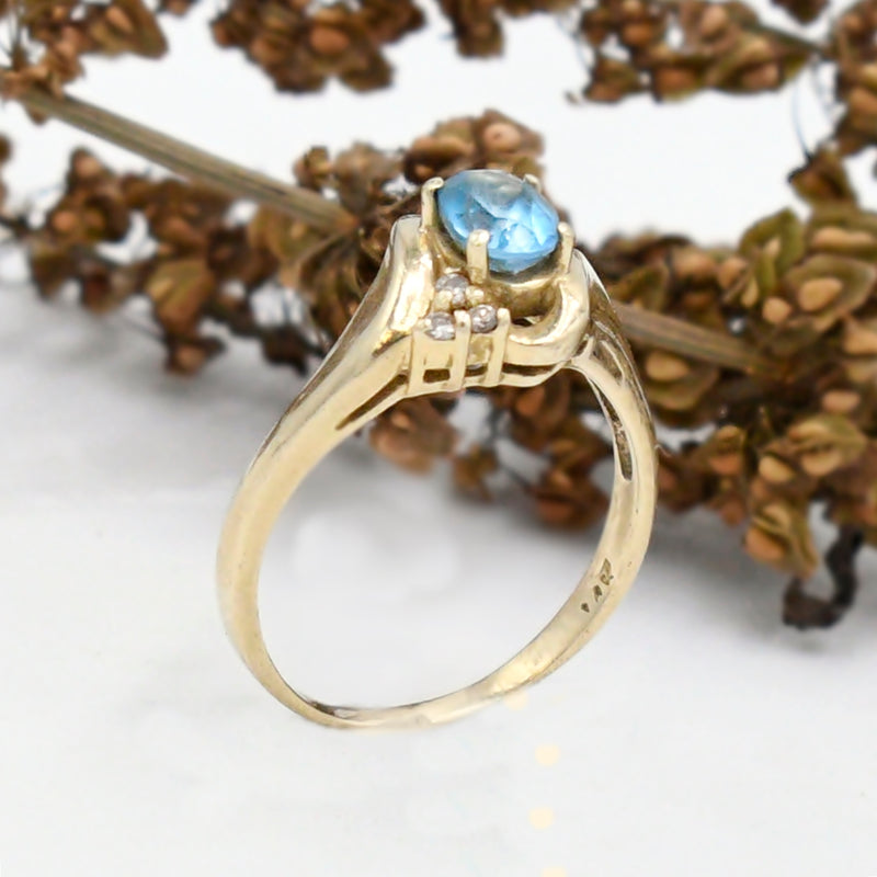 14k Yellow Gold Estate Aquamarine & Diamond .18 tcw Swirl Ring Size 9