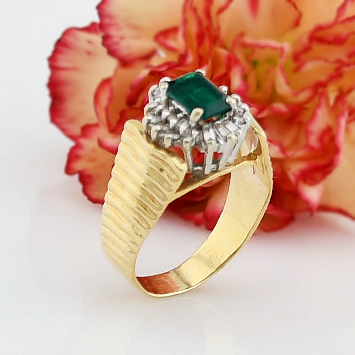 14k Yellow Gold Vintage Textured Emerald & Diamond Ring Size 7.25