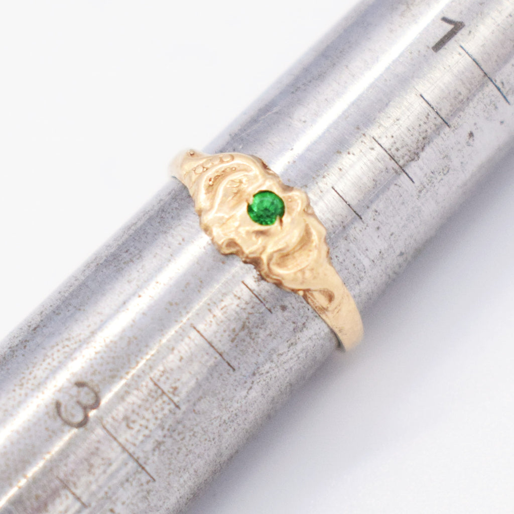 10k Yellow Gold Antique Carved Green Gem Ring Size 2