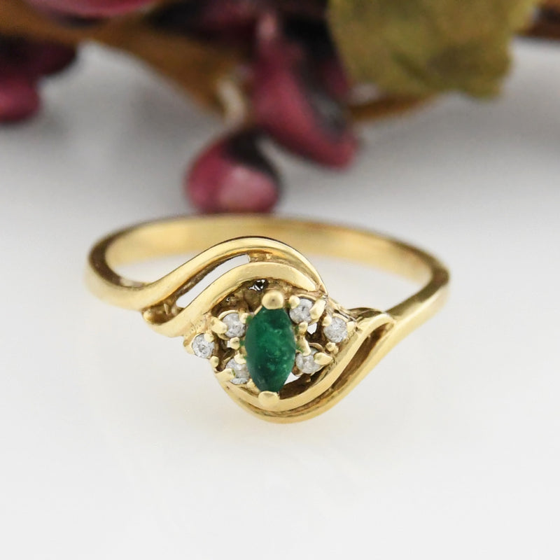 14k Yellow Gold Estate Swirl Emerald & Diamond Ring Size 6