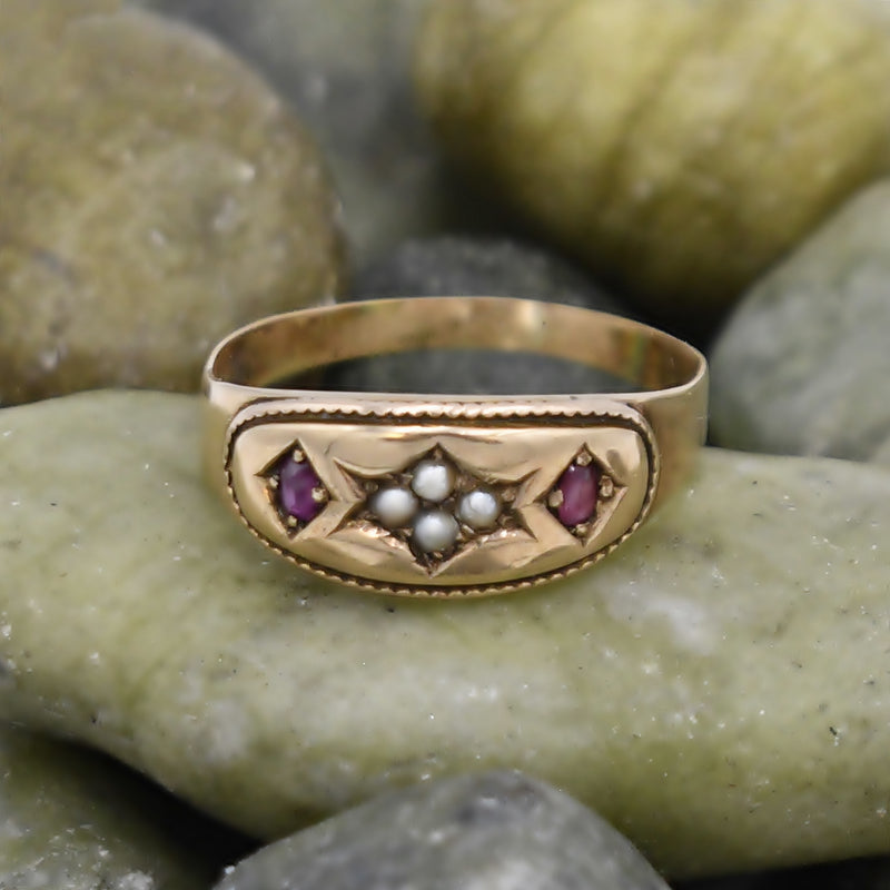 15k/15ct Yellow Gold Antique Carved Ruby & Pearl Ring Size 8.5