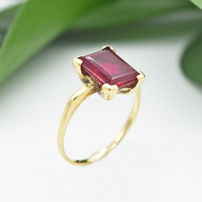 10k Yellow Gold Vintage Emerald Cut Ruby Ring Size 7