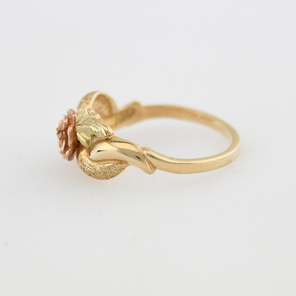 10k Multi Colored Gold Estate Flower/Leaf Motif Ring Size 6.25
