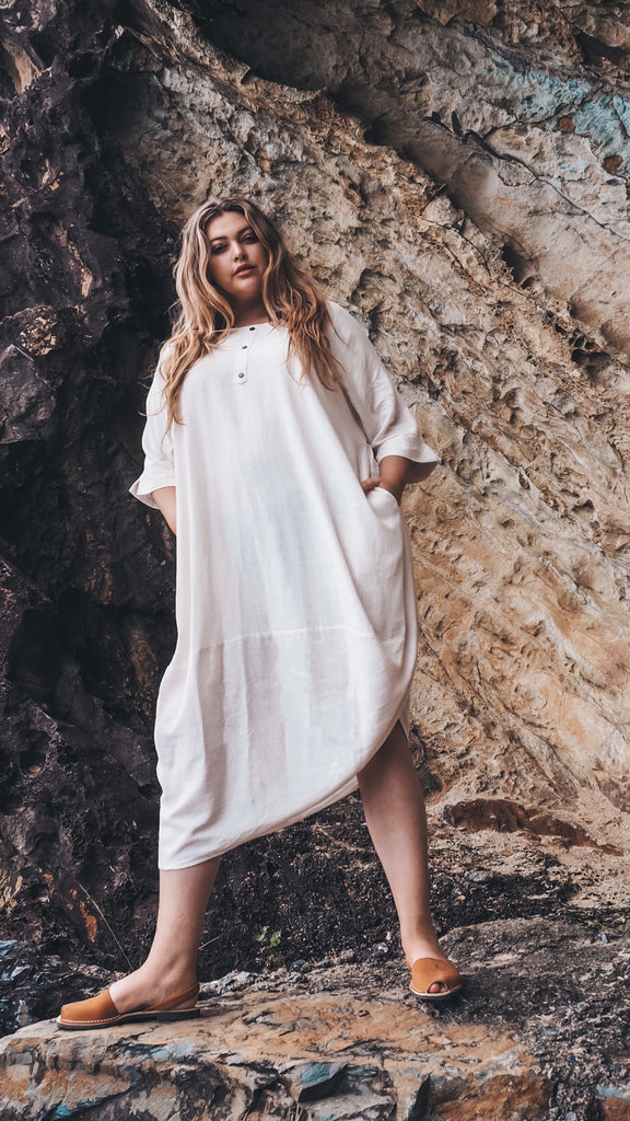 Linen Scallop Hem Dress in Sand