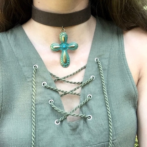 bellamy-cross-choker