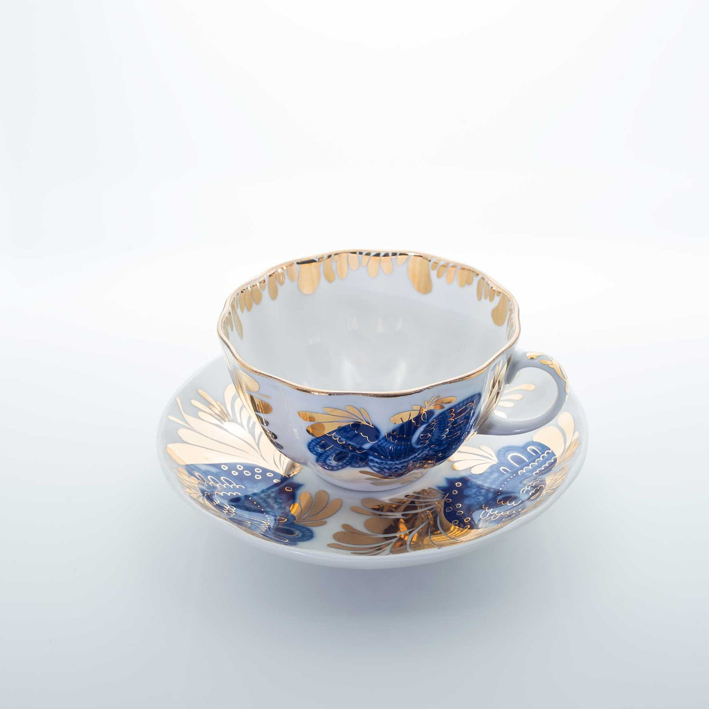 Refresh Moment Imperial Porcelain St. Petersburg 1744 Golden Blue Bloom Teacup and Saucer