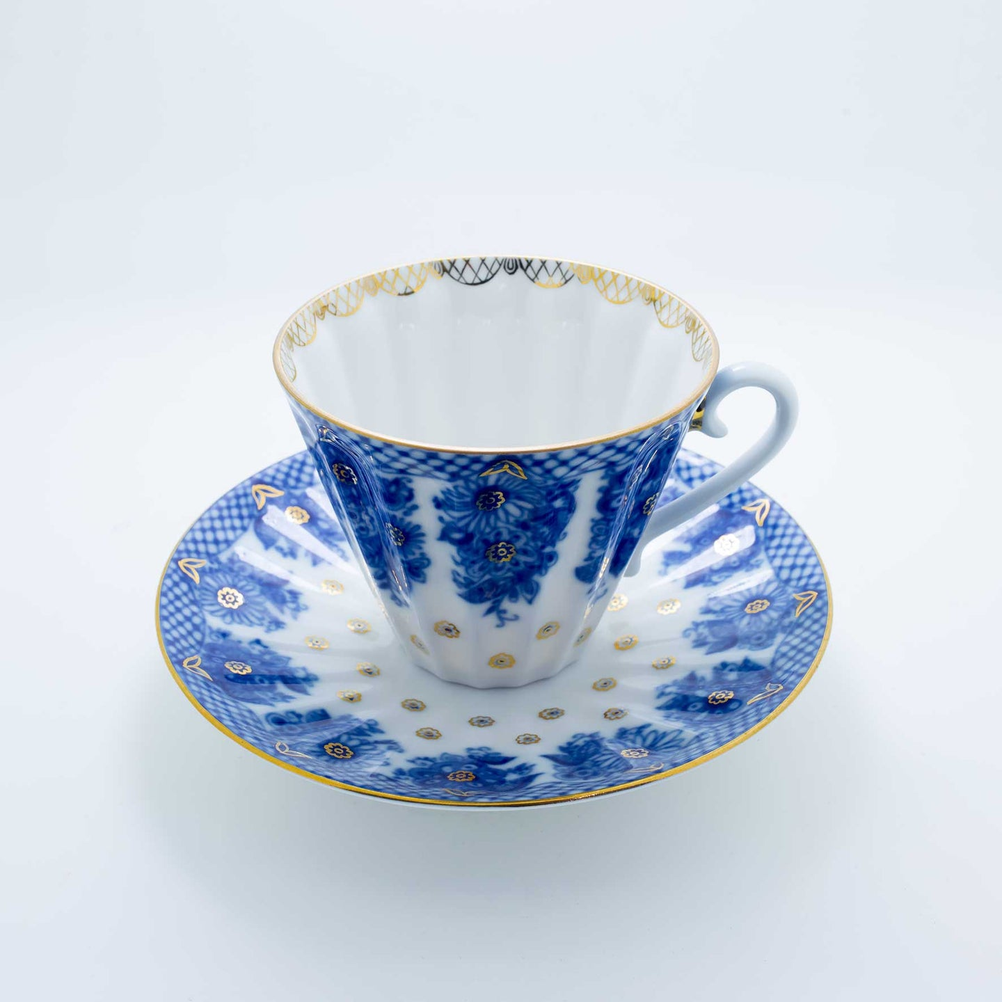 Refresh Moment Imperial Porcelain St. Petersburg 1744 Radial Basket Teacup and Saucer