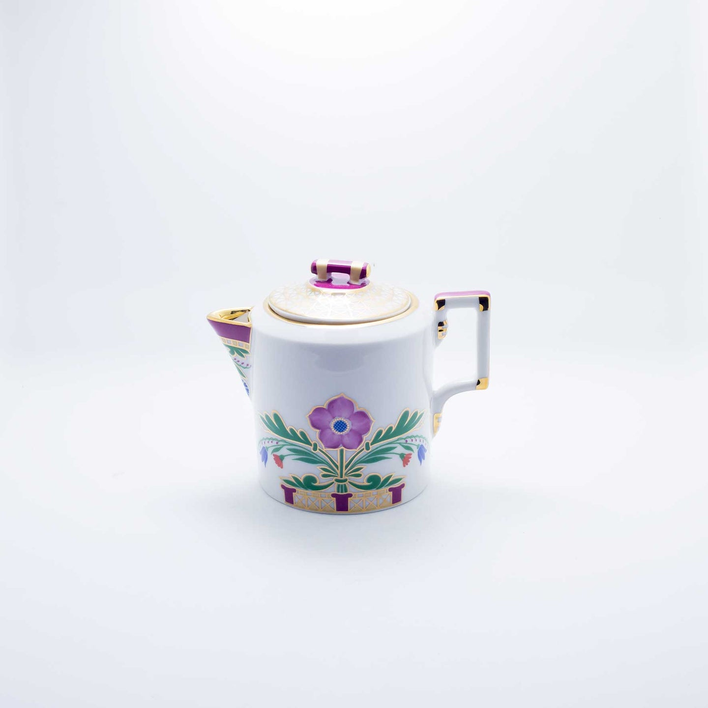 Refresh Moment Imperial Porcelain St. Petersburg 1744 The Moscow River Creamer
