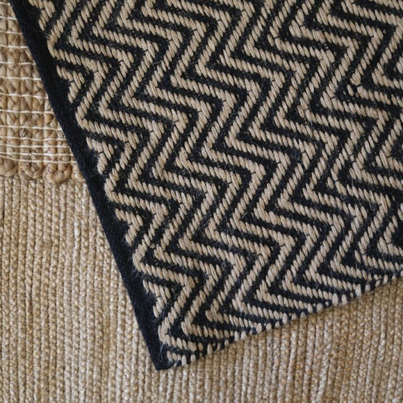 Jute and Cotton Thread Rug - Black & Natural Zig Zag Weave 60 x 90 cm