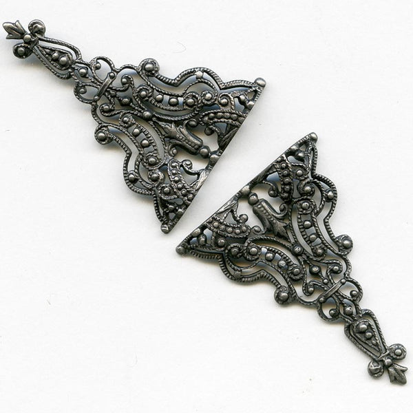 Antiqued brass filigree triangle24x34mm pkg of 1. b9-1001(e)
