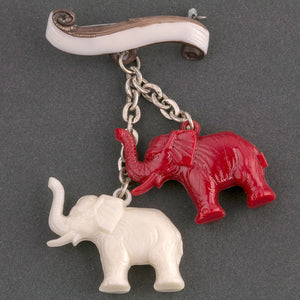 Pre-WWII Prague zoo souvenir pin with elephants. pnbk760