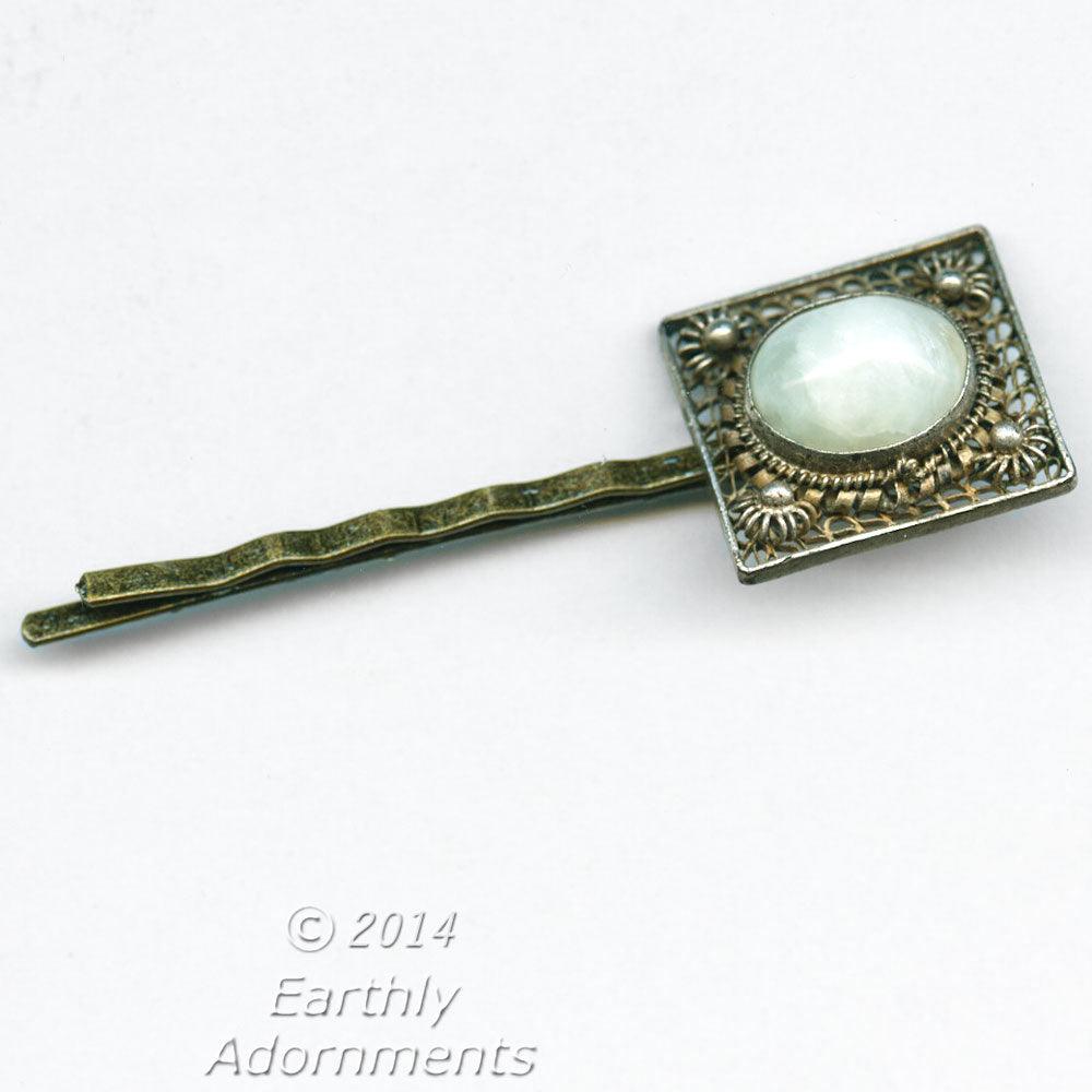 1920s style repurposed Edwardian glass and gilt filigree hairpin.  ac-h-0122