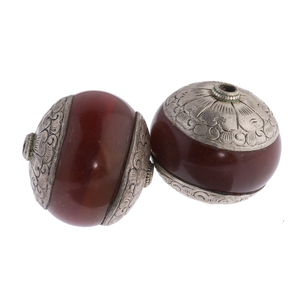Vintage large Tibetan repousse sterling silver capped faux amber bead. 32x34mm. 1pc. b10-0428