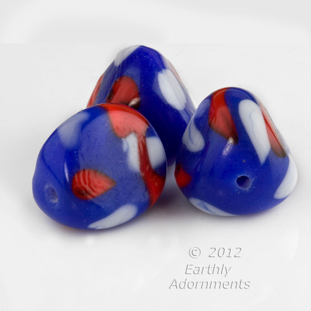 Vintage Cherry brand blue, white and red triangular nuggets. 17mm. Pkg. of 4. b11-bl-2058