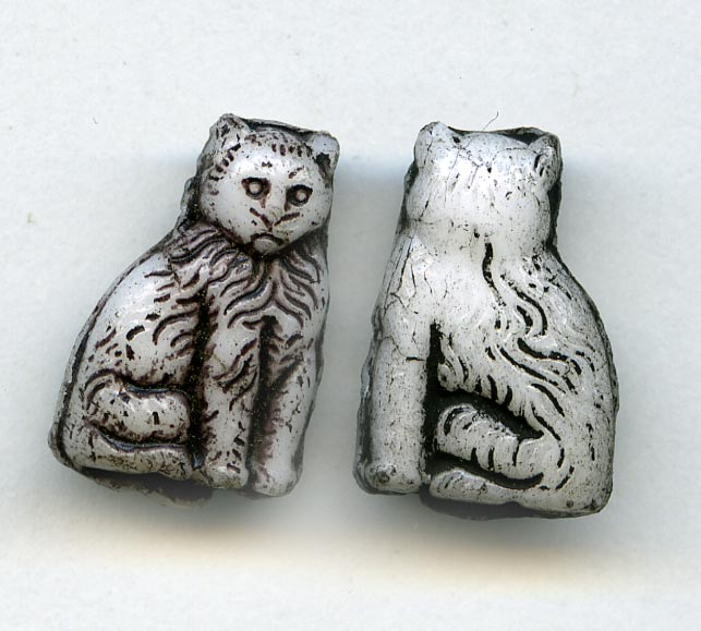 Vintage Austrian molded glass cat beads 15x10mm pkg of 4. b11-bw-0931(e)