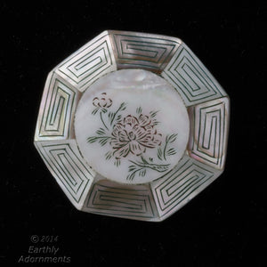 Vintage mother of pearl inlaid etched and painted pendant bead. 43x10mm. China export 1970's. b15-mop108e