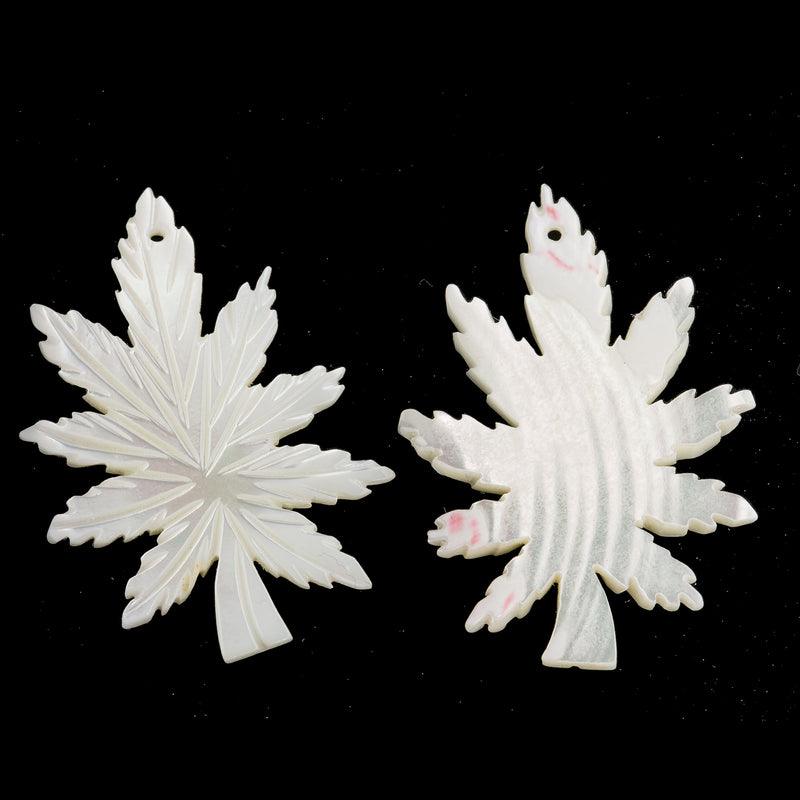 Vintage carved mother of pearl leaf pendant.  40x27x4mm.  b15-mop134