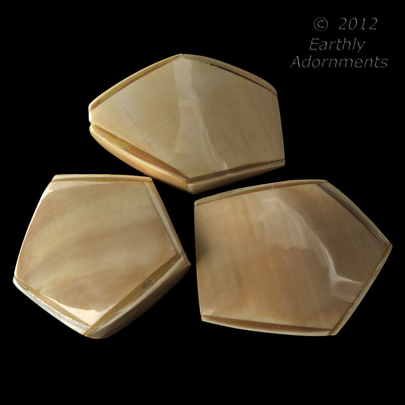 Medium laminated hollow shell beads. Varying sizes approximately 30mm x 30mm. Package of 1. B15-she314(e)