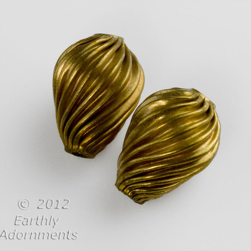 Vintage corrugated hollow brass swirled melon teardrop, 17 x 12mm. Package of 2. b18-0408