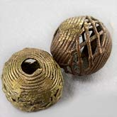 b18-0212-Ghana lost wax cast brass bead. 20mm. Pkg of 1