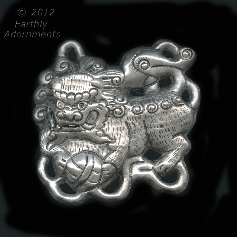 Vintage Chinese silver metal Foo Lion pendant, Ching Dynasty reproduction, 65x65mm. Pkg. of 1. b18-0375