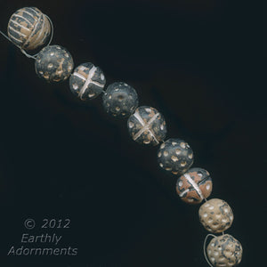 Handmade clay beads from Mali. 6 beads: 5 17mm and 1 12mm. b2-487