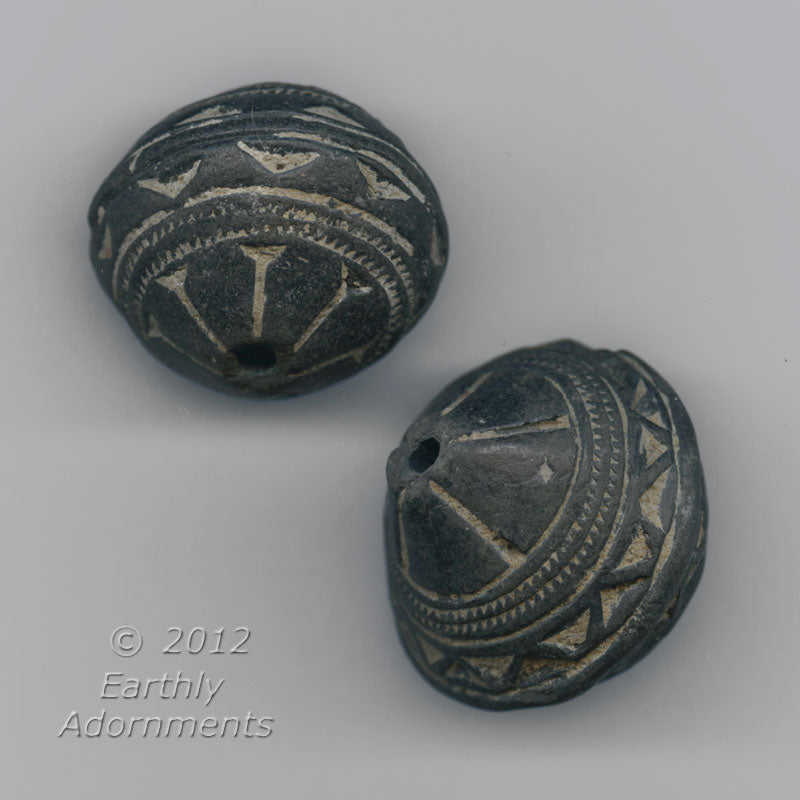 African terracotta Spindle Whorl Beads, 32mm x 32mm, sold individually. b2-488