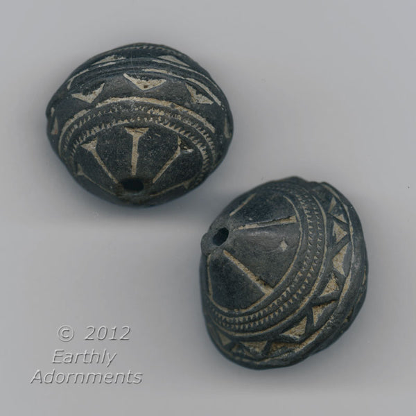 African terracotta Spindle Whorl Beads, 32mm x 32mm, sold individually. b2-488(e)