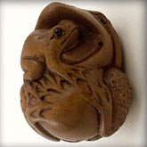 Hand carved boxwood frog ojime bead. 25mm. Pkg. of 1. B7-WO205(e)