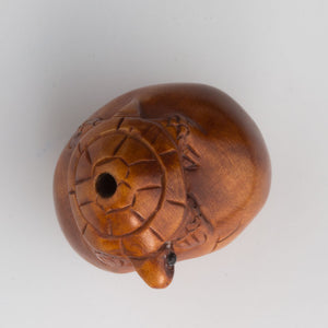 Turtle on Hatching egg Boxwood Ojime. 20x22mm. b7-wo233(e)