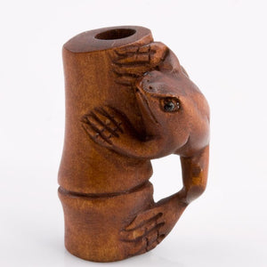 Frog on bamboo stalk boxwood ojime bead, 28x20mm, sold individually. b7-wo253(e)