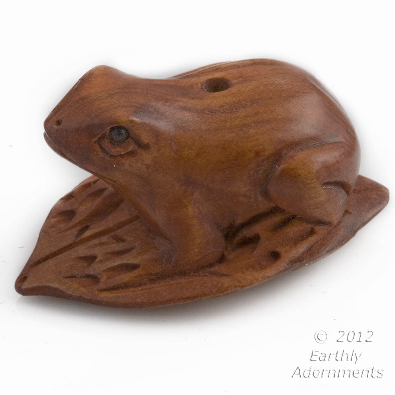 Frog on lily pad boxwood ojime bead, 29x22mm, sold individually. b7-wo273(e)