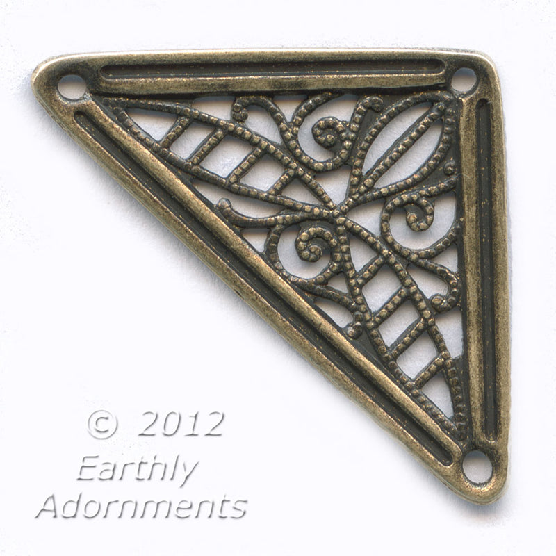Brass filigree triangle. Pkg. of 1. B9-0823(e)