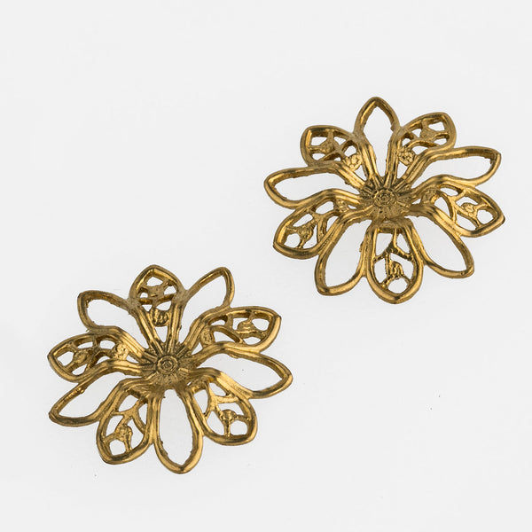 Brass filigree flower pendant. 17mm Pkg. of 4. b9-0540(e)
